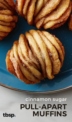 Cinnamon Sugar Pull-Apart Muffins tablespoon tablespoon Breakfast & Brunch Recipes Layers of buttery cinnamon sugar goodness packed into a muffin. Like your favorite sweet pull-apart loaf, these individual muffins have layers of buttery cinnamon suga Healthy Vegan Dessert, Coconut Dessert, Cake Vegan, Breakfast Recipes, Dessert Recipes, Easy Desserts, Brunch Recipes, Yummy Breakfast Ideas, Gourmet Breakfast