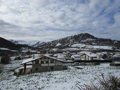 https://flic.kr/p/DUzYEd | Gorriti (Navarra) con la Sierra de Aralar al fondo.