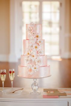 pretty wedding cake; photo: Casey Hendrickson Photography