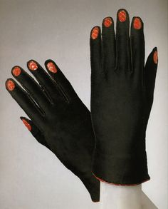 Gloves – Elsa Schiaparelli – Winter 1936-37 (Philadelphia Museum of Art)