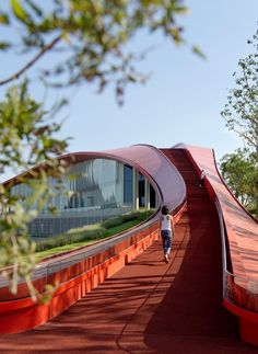 Architecture studio Powerhouse Company has created a reception building topped with a circular walking trail as part of a development in Chengdu, China. Parametric Architecture, Architecture Design, Chinese Architecture, Architecture Portfolio, Landscape Architecture, Landscape Design, New District, Concrete Interiors, Museum