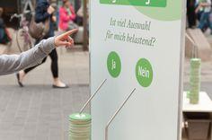 Gesprächsstoff, Voting-Fragen in der Leipziger Innenstadt #themeninteraktion #installation #katholikentag #innehalten #unterbrechung