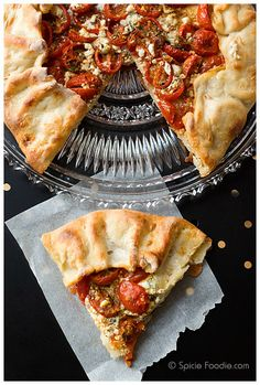 Yogurt pastry dough, roasted tomatoes, goat cheese, galette, Spicie Foodie (features an all yogurt (no butter) pastry dough) Eggless Recipes, Eggless Baking, Egg Free Cakes, Jai Faim, Butter Pastry, Feta Cheese Recipes, Real Food Recipes, Yummy Food, Veggie Delight