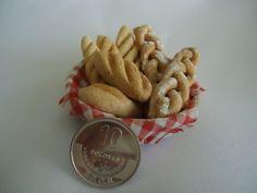 cesta con pan para pesebre