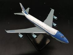 88.00$  Buy now - http://aliu0k.worldwells.pw/go.php?t=32711592284 - GJ400 1: 400 US Air Force One Boeing 747-200 aircraft model Presidential plane Favorite alloy aircraft model 88.00$