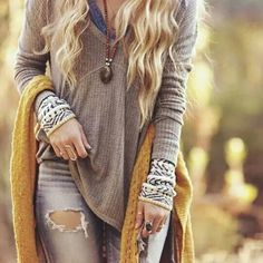 Make a powerful Boho-chic fashion statement with these funky ideas of styling winter Boho outfits. Explore the must-have Hippie garbs here to rock your Bohemian style. Hippie Style, Bohemian Style, Boho Chic, Gypsy Style, Bohemian Fashion, Hippie Chic, Boho Gypsy, Vintage Fashion, Fashion Mode