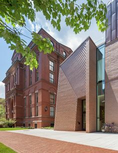 Image 1 of 41 from gallery of Tozzer Anthropology Building / Kennedy & Violich Architecture. Photograph by John Horner Brick Design, Facade Design, Brick Architecture, Architecture Photo, Masonry Construction, Brick Detail, Architect Magazine, Brick Facade, Small Buildings