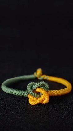 Diy Friendship Bracelets Patterns, Diy Bracelets Easy, Paracord Bracelets, Rabbit Crafts, Rope Crafts, Fabric Jewelry, Schmuck Design, Jewelry Patterns, Jewelry Crafts