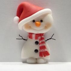 Polymer Clay Snowman for Christmas Holiday. My daughter loves to create little cute things with polymer clay she'd love this! Polymer Clay Kunst, Polymer Clay Figures, Fimo Clay, Polymer Clay Projects, Polymer Clay Creations, Clay Crafts, Polymer Clay Ornaments, Dough Ornaments, Polymer Clay Charms
