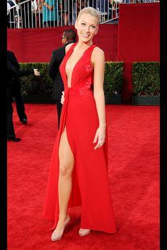 Versace. Emmys de 2009 Sólo Blake Lively puede llevar escote y corte en la falda sin que quede vulgar