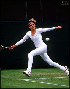 In the Anne White was warned never to show up again at Wimbledon wearing her all-white, form-fitting body suit. Although she was scolded by Wimbledon officials, she was applauded for her daring decision. Mode Tennis, Tennis Rules, Sport Tennis, Lawn Tennis, Serena Williams, Wimbledon, Tennis Funny, Tennis Humor, Human Body