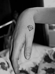 Tatuagem de Diamante | Pequeno na mão