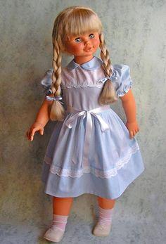 Rosaura, la muñeca gigante.