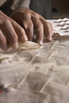 Origami Pattern Design Fabric Manipulation New Ideas Sculpture Textile, Art Textile, Textile Fabrics, Soft Sculpture, Fabric Manipulation Techniques, Textiles Techniques, Sewing Techniques, Fabric Art, Fabric Design