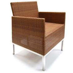 This armchair has aluminium legs. We make the other parts of the furniture with quality synthetic rattan. For this one we use Flat 6mm weaves.