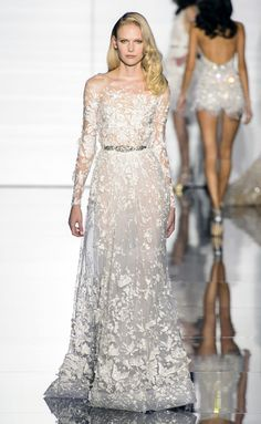 zuhair murad haute couture spring 2015 33 couture looks that belong in your dream wedding Couture Dresses, Bridal Dresses, Designer Wedding Dresses, Wedding Gowns, Couture Fashion, Fashion Show, Couture 2015, Spring Couture, Gothic Fashion