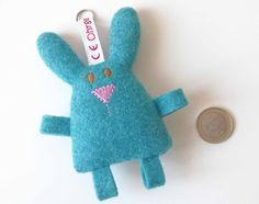 Schlüsselanhänger - Taschenbaumler ♥ Hase blau - ein Designerstück von Ohrgesicht bei DaWanda, 8,95
