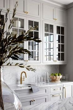 Traditional kitchen interior design with soft grey cabinets with glass inserts and brass accents interior design Kitchen Design Interior Modern, Interior Design Kitchen, Grey Interior Design, Marble Kitchen Interior, Kitchen Design Classic, White Kitchen Designs, Modern French Kitchen, Classical Kitchen, Classic White Kitchen