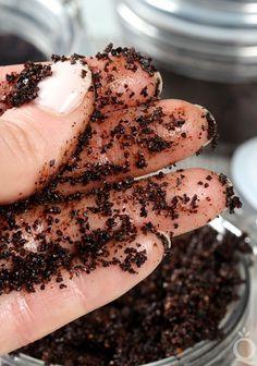 Coconut Oil Scrub, Coconut Body Scrubs, Sugar Scrub For Face, Body Scrub Recipe, Face Scrub Homemade, Homemade Facials, Diy Scrub, Coffee Scrub, Skin Care Tips