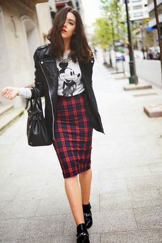 cartoon tshirt ; plaid skirt ; fashion blogger ; street fashion ; streetwear http://www.pinterest.com/vinkkiez/street-fashion/