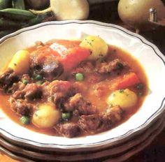 Bárányhúsból készült navarin One Pot Meals, Mashed Potatoes, Beef, Ethnic Recipes, Food, Whipped Potatoes, Meat, Smash Potatoes, Eten