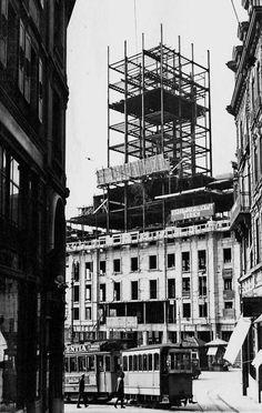 Vue de la tour Bel-Air en construction depuis la rue Haldimand, vers 1930.  Lausanne. Lausanne, Bel Air, Old Pictures, Homeland, Construction, Vintage Posters, My Dream, Switzerland, Montreux