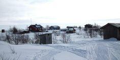 Raittijärven kylä sijaitsee Enontekiön kunnan Yliperällä Käsivarren erämaa-alueen sisällä. Kylässä on kymmenkunta taloa, joissa kaikissa tosin ei asuta vuoden ympäri. Kyläläisillä on toiset asunnot muualla (aika monella ilmeisesti Kaaresuvannossa). Kylä ei kuitenkaan koskaan ole autio, vaan jossakin taloista ollaan aina paikalla.Kylän asukkaiden äidinkieli on pohjoissaame. Kylään ei johda tietä. Raittijärvi on myös yksi Suomen korkeimmalla sijaitsevista asuinpaikoista (kertoo Wikipedia).