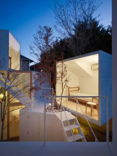 The lucid architect Sou Fujimoto presents his futurist house for 2-4 people that at the same time remind the most primitive form of disseminated housing.