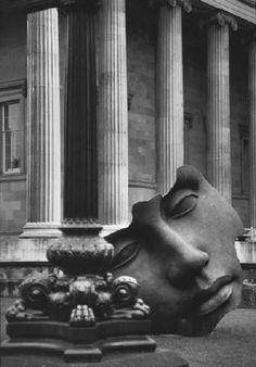 """British Museum, London, 1995 Photo by Elliott Erwitt "" Amazing Photography, Street Photography, Art Photography, Documentary Photographers, Great Photographers, Magnum Photos, British Museum, Elliott Erwitt Photography, Rudolf Nureyev"