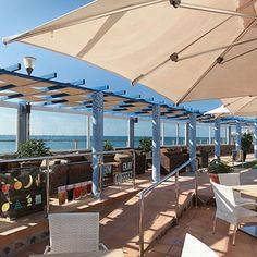 Apartamentos Playa Feliz close to the sea
