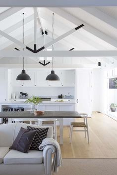 30 Stunning interior living spaces with exposed ceiling trusses French interior design stunning living room with high ceiling. – building Perfect Industrial Style Loft Designs Ideas For Living Room Exposed Trusses, Roof Trusses, Exposed Ceilings, Beamed Ceilings, Grange Restaurant, Restaurant Design, Home Interior, Kitchen Interior, Interior Design