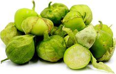 1,80 € Graines Tomatillo Vert - Physalis Ixocarpa 5 graines par sachet. Cette drôle de petite tomate est en fait un physalis ( physalis ixocarpa) de la famille des solanacées et l'on s'en serait douté sans la connaître en voyant sa gaine fine qui nous rappelle l'enveloppe du coqueret du Pérou. Originaire d'Amérique du Sud lui aussi, le tomatillo est très couramment utilisé dans la cuisine