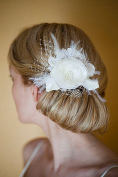 Ivory Bridal Hair flower wedding small Hairpiece. To see the source оf this item click on the picture. Please also visit my Etsy shop LarisaBоutique: www.etsy.com/shop/LarisaBoutique Thanks!