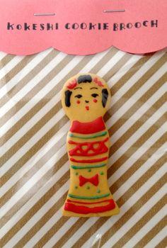 kokeshi cookie brooch