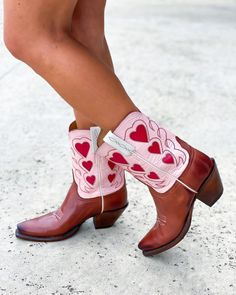 Lucchese (@lucchese) • Instagram photos and videos Women's Boots, Cowboy Boots, Photo And Video, Videos, Photos, Instagram, Fashion, Women's Booties, Moda