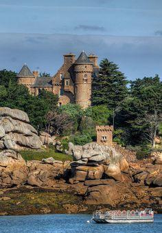 Chateau de l'ile de Costaérès, Trégastel, Bretagne, France