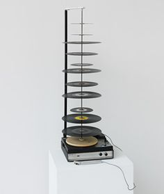 Nam June Paik Random Access (Schallplattenschaschlik), record player with lengthened axis, records and moveable pick-up arm 43 x 16 ½ x 11 ¾ in. Courtesy Vehbi Koç Foundation, Istanbul, on loan to the Neues Museum in Nuremberg © Nam June Paik Estate Sculpture Art, Sculptures, Nam June Paik, Random Access, Bokashi, Fluxus, My Cup Of Tea, Art And Technology, Artist At Work