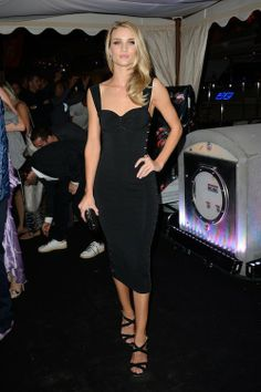 Rosie Huntington-Whiteley à la soirée Roberto Cavalli à Cannes le 21 mai