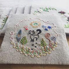 프랑스자수 스티치북 2018 스티치북 첫번째장~ 무엇인가를 새로 만들어내는 일이 즐겁습니다.^^ #프랑스자수#프랑스자수스티치북#손자수#embroidery#stitchbook Cross Stitch Embroidery, Arts And Crafts, Cute, Simple, Books, Ideas, Needlepoint, Embroidery, Libros