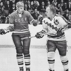 The Canadiens vs the Soviet Union in the biggest confrontation on all time in hockey history Montreal Canadiens, Nhl, Hockey Decor, Hockey Pictures, Red Wings Hockey, Hockey Games, Men's Hockey, Ice Hockey Players, Sports Figures