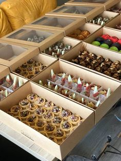 Catering Trays, Lunch Catering, Bakery Packaging, Food Packaging Design, Finger Food Catering, Styling A Buffet, Food Stations, Food Platters, Cafe Food