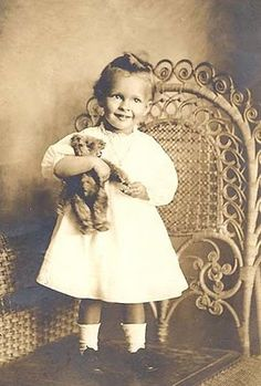 Sweet Girl with her Teddy Victorian Pictures, Vintage Pictures, Old Pictures, Vintage Images, Pretty Pictures, Old Photos, Free Pictures, Teddy Photos, Teddy Bear Pictures