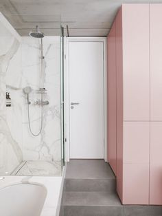 Bruzkus Batek's design ideas found an ideal stage in the remodelling and renovation of Ester Bruzkus's own apartment. A bright and extensive space was created offering Ester Bruzkus a place of both openness and retreat. Bad Inspiration, Bathroom Inspiration, Beautiful Bathrooms, Modern Bathroom, Master Bathroom, White Bathroom, Small Bathroom, Pink Bathrooms, Bathroom Marble