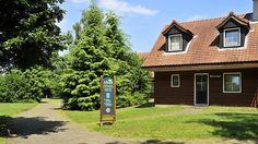 Bungalowpark 't Eekhoornnest   Op dit kleinschalige vakantiepark in Soest, middenin de prachtige bossen aan de voet van de Utrechtse Heuvelrug en direct grenzend aan de unieke Soester duinvlaktes, hebben wij voor u volledig ingerichte vakantiehuisjes.