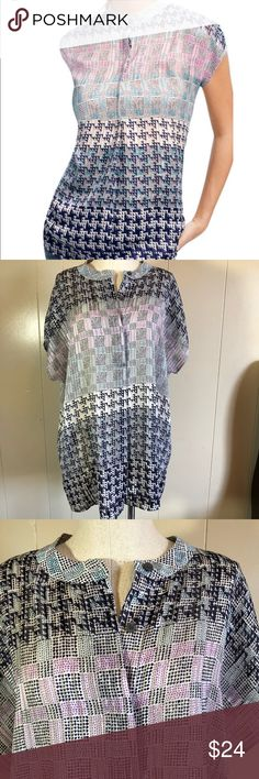 Size large cABi aster sleeveless blouse Astor Euc size large loose fitting flowy geometric print office appropriate cabi sleeveless blouse cabi Tops Blouses
