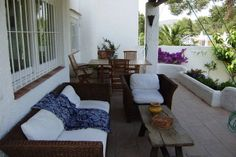 Authentiek vakantiehuis voor 4 personen,gelegen op rustige locatie te Ibiza. Deze accommodatie is online te huren via onze website.