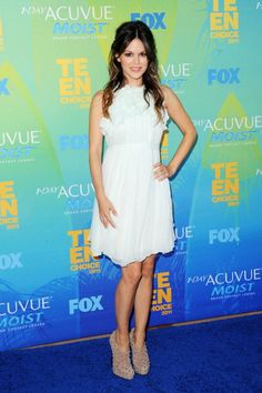 Her look is always amazing... but this dress is beautifuuuuuul!
