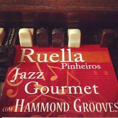 #quintas 21h #hammondgrooves @ @bistrosruella #hammondb3 #guitar #drums #hammondorgan #guitarra #bateria #organtrio #jazztrio #organjazz #jazzorgan #gourmet #jazz #drinks #food #menu #ruella #drawbars #musica #entretenimento #comida #bistro #restaurante #shows