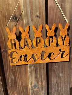 Rostdeko Ostern. Schöne Oster Gartendeko für Draußen aus Metall. Hasendeko, Spruchtafel, Schild, Türschild aus Rost