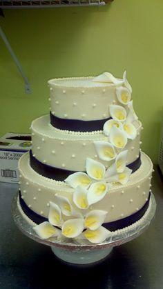 simple wedding cake with plum purple fondant ribbon and calla lillies